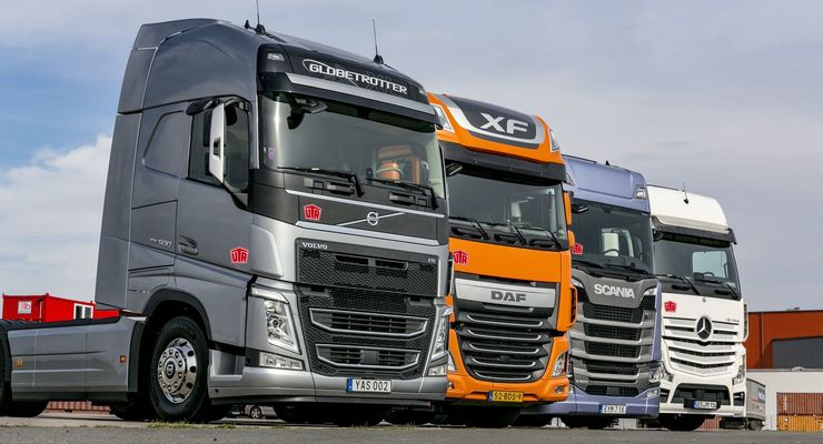 daf mercedes scania volvo vier lkw mit 500 ps im. Black Bedroom Furniture Sets. Home Design Ideas