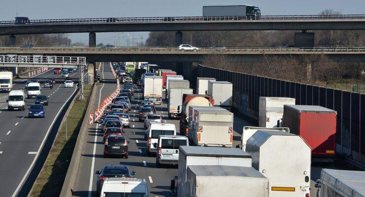 Autobahnstau an Baustelle
