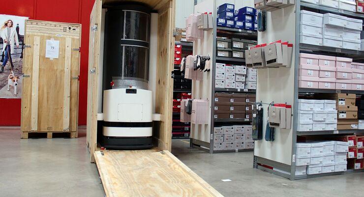 Bei Fiege Logistik haben drei Kommissionier-Roboter ihre Arbeit aufgenommen.