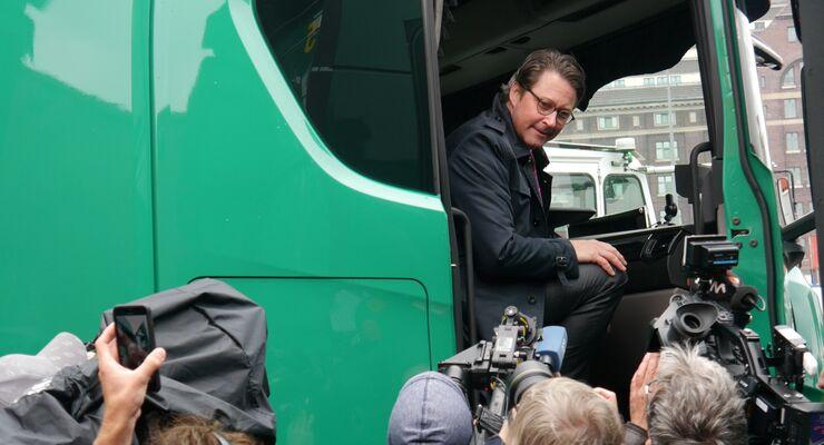 Bundesverkehrsminister lobt Einsatz von CNG-betriebenen Lkw bei Zippel.