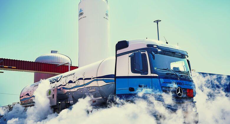 Carbo-Lkw bei der Auslieferung von Kohlensäure.