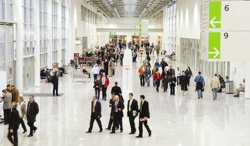 Der Messeboulevard verbindet als Hauptschlagader die Hallen und sorgt für kurze Wege der Messebesucher