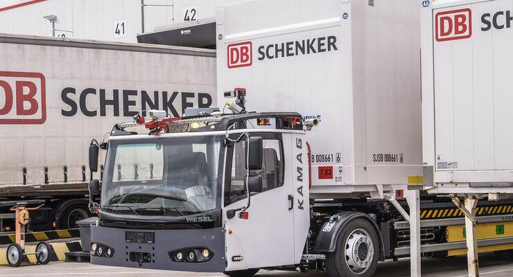 E-Wiesel von Kamag mit Frenride-Technik auf dem Hof von DB Schenker.