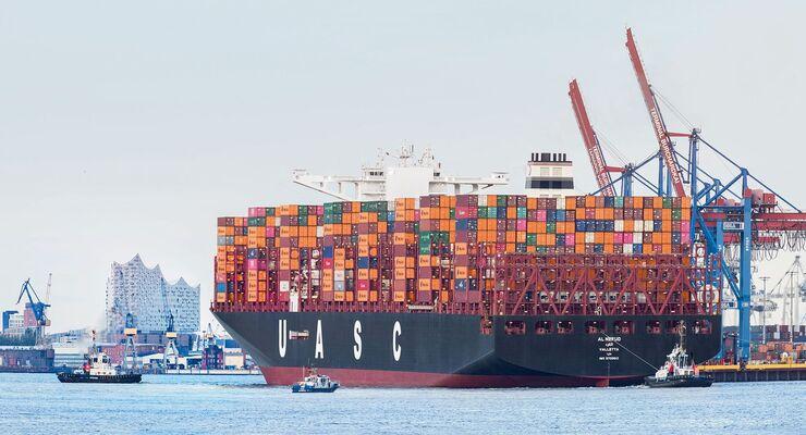 """Hapag-LLoyd: Die 400 Meter lange """"Al Nefud"""" ist eines unserer größten Schiffe und kann insgesamt 19.870 TEU transportieren."""