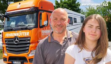 Joachim Fehrenkötter und Tochter Fiona vor seinem Mercedes-Benz Actros