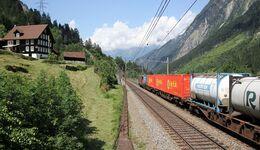 Kombiverkehr fährt  über den Gotthard