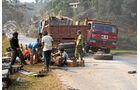 Lkw-Fahren in Nepal, Achs, Reperatur, Lkw, Fahrer
