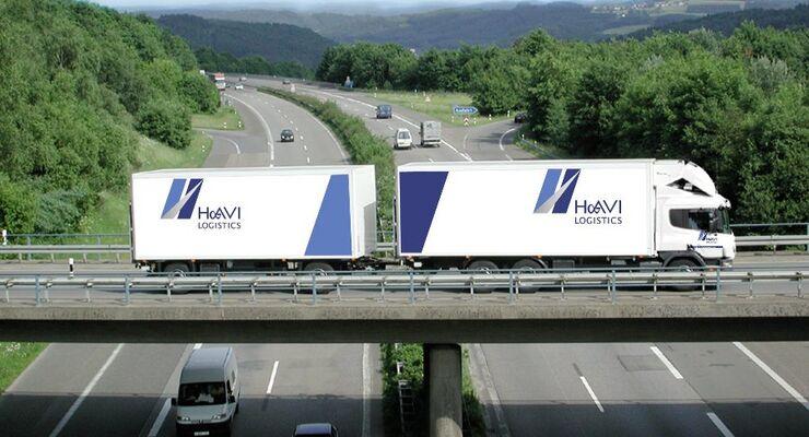 Lkw von Havi Logistics auf Autobahnbrücke