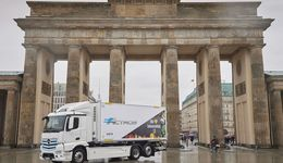 Mercedes-Benz Lkw für den schweren Verteilerverkehr: Vollelektrische Versorgung von Supermärkten in Berlin: EDEKA startet Praxistest des Mercedes-Benz eActros