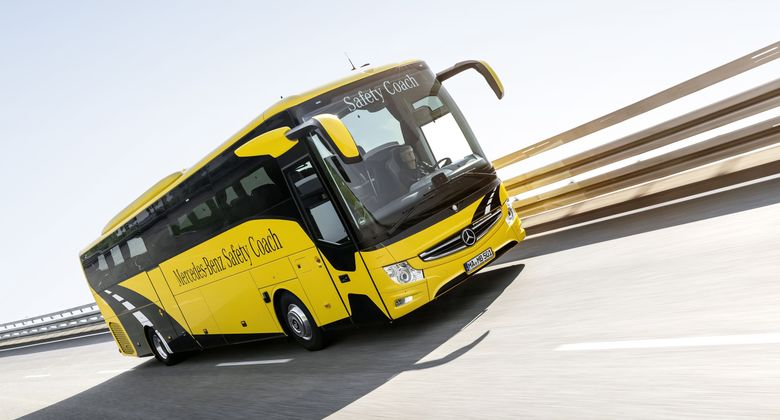 Mercedes-Benz Tourismo M/2, Safety Coach, Exterieur, yellowstone, OM 470 Euro VI mit 335 kW (455 PS), 10,7 L Hubraum, 8-Gang Mercedes PowerShift, Active Brake Assist 4, Sideguard Assist, Spurassistent, ESP, Predictive Powertrain Control, BiXenon-Scheinwerfer, Länge/Breite/Höhe: 13.115/2.550/3.680 mm, Bestuhlung: 1/48 // Mercedes-Benz Tourismo M/2, Exterior, yellowstone, OM 470 Euro VI rated at 335 kW/455 hp, displacement 10.7 l, 8-speed Mercedes PowerShift transmission, Active Brake Assist 4, Sideguard Assist, Lane Assist, ESP, Predictive Powertrain Control, BiXenon headlamps, length/width/height: 13115/2550/3680 mm, seating: 1/48.