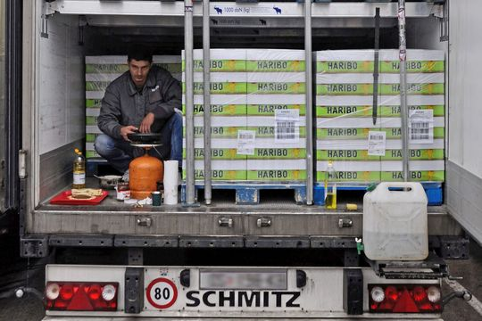 Osteuropäische Lkw-Fahrer leben zum Teil wie Nomaden.