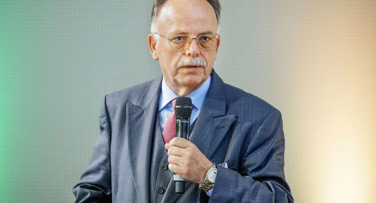 Prof. Dr. Karlheinz Schmidt Geschäftsführendes Präsidialmitglied Bundesverband Güterkraftverkehr Logistik und Entsorgung (BGL)
