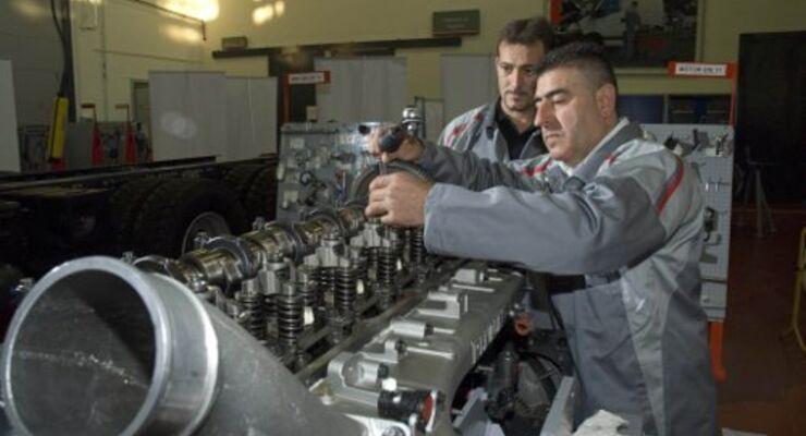 Renault sucht Mechaniker des Jahres