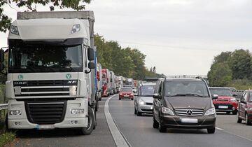 Report Parkplatzmangel FF 4/2018, Wildparken, Parkplätze, Rasthöfe, Autobahn, Auffahrt, Standstreifen, Gefahr, Polizei, Bosch Secure Truck Parking.