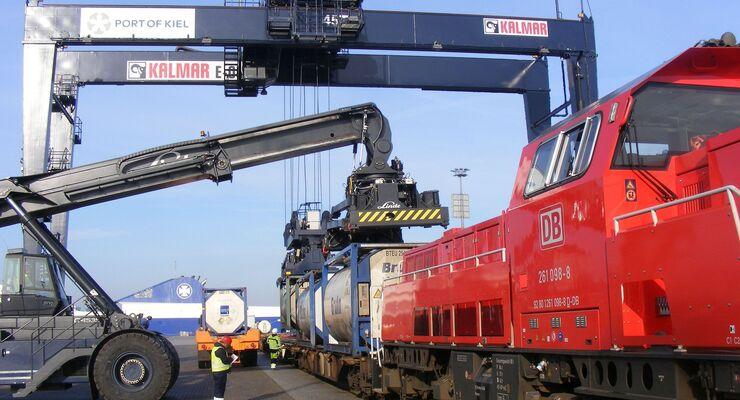Seehafen Kiel, Kombiverkehr