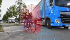 Sicher im Innenstadtverkehr: Der ZF-Abbiegeassistent für Lkw schützt Fußgänger und Fahrradfahrer. // IAA 2018 Safer in inner-city traffic: ZF's turn assist system for trucks helps protect pedestrians and cyclists.