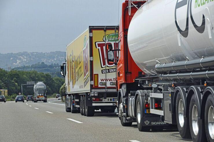 Überholverbot Unfall Autobahn Stau Stauende LKw-Unfall Polizei