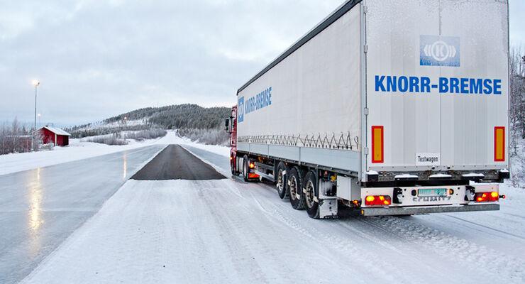 Wintererprobung in Arjeplog, Knorr-Bremse, MAN, Bremsversuch, Teststrecke