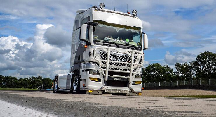 Wir suchen die besten Bilder von Scania- und MAN-Fahrzeugen.