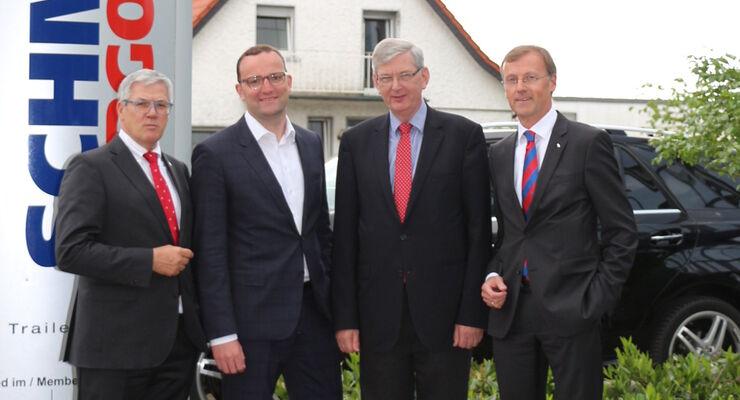 Zu Gast bei Schmitz Cargobull in Horstmar: v.l: Ulrich Schöpker, Vorstand Vertrieb Schmitz Cargobull AG, Jens Spahn (MdB), Karl Schiewerling (MdB), Andreas Busacker, Vorstand Finanzen Schmitz Cargobull AG